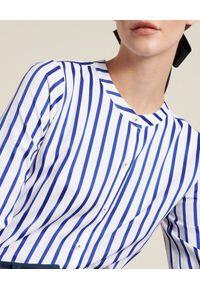 Luisa Spagnoli - LUISA SPAGNOLI - Koszula w granatowe paski Bilancio. Kolor: biały. Materiał: tkanina, bawełna. Wzór: paski. Styl: klasyczny