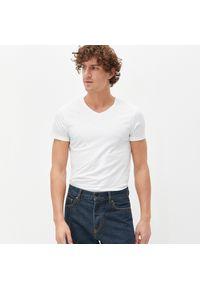 Biały t-shirt Reserved z dekoltem w serek