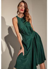 Zielona sukienka Answear Lab mini, wakacyjna, bez rękawów, rozkloszowana