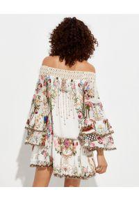 Camilla - CAMILLA - Sukienka mini z jedwabiu. Kolor: biały. Materiał: jedwab. Wzór: kwiaty, aplikacja, nadruk. Typ sukienki: rozkloszowane. Długość: mini