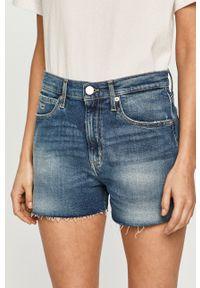 Tommy Jeans - Szorty jeansowe. Kolor: niebieski. Materiał: bawełna