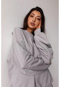 Marsala - Bluza damska gładka w kolorze COOL GREY - SANDY BY MARSALA. Materiał: bawełna, dresówka, dzianina, poliester. Wzór: gładki. Styl: klasyczny