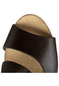 Czarne sandały Nessi na co dzień, w kolorowe wzory, casualowe, na rzepy
