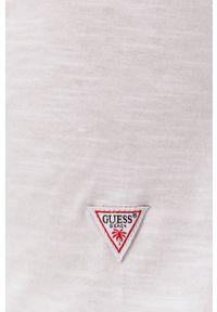 Guess - T-shirt. Okazja: na co dzień. Kolor: biały. Materiał: dzianina. Wzór: nadruk. Styl: casual
