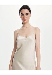 LOVLI SILK - Jedwabna maxi sukienka z odkrytymi plecami #NO.50. Kolor: beżowy. Materiał: jedwab. Długość rękawa: na ramiączkach. Długość: maxi