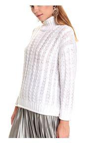 TOP SECRET - Damski sweter z golfem. Okazja: do pracy, na co dzień. Typ kołnierza: golf. Kolor: biały. Długość: długie. Wzór: ażurowy. Materiał: materiał. Długość rękawa: długi rękaw. Sezon: zima. Styl: casual