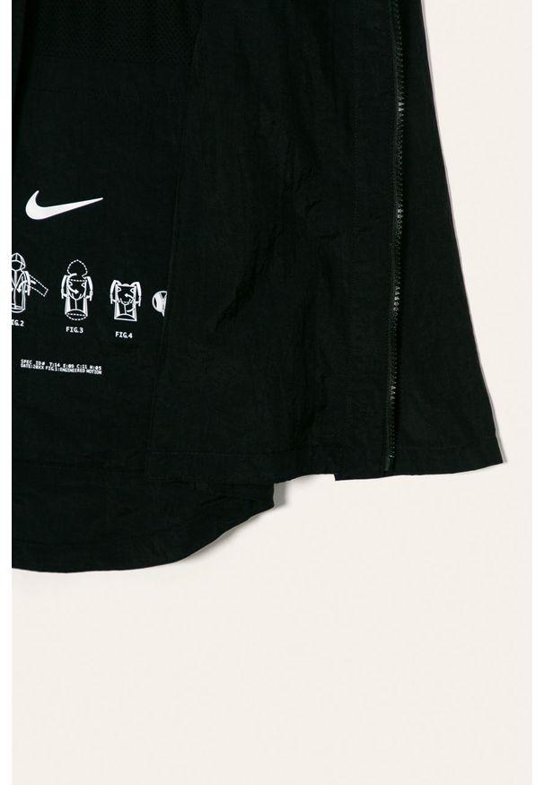 Czarna kurtka Nike Kids z kapturem, casualowa, na co dzień