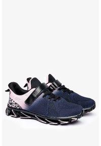 Casu - Czarne buty sportowe na rzep casu 4039-1. Zapięcie: rzepy. Kolor: czarny
