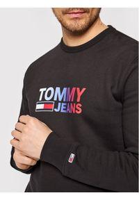 Tommy Jeans Bluza Tjm Ombre Corp Logo Crew DM0DM10202 Czarny Regular Fit. Kolor: czarny