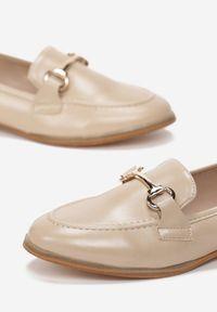 Renee - Beżowe Mokasyny Sakina. Nosek buta: okrągły. Zapięcie: bez zapięcia. Kolor: beżowy. Szerokość cholewki: normalna. Obcas: na obcasie. Styl: klasyczny, elegancki. Wysokość obcasa: niski