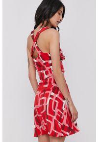 Sisley - Sukienka. Kolor: czerwony. Długość rękawa: na ramiączkach. Typ sukienki: rozkloszowane