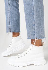Born2be - Białe Trampki Thosinix. Nosek buta: okrągły. Zapięcie: sznurówki. Kolor: biały. Materiał: jeans, materiał, guma. Szerokość cholewki: normalna