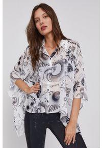 Desigual - Koszula. Kolor: biały. Materiał: włókno, tkanina, materiał. Długość rękawa: krótki rękaw. Długość: krótkie