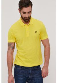 Lyle & Scott - Polo. Okazja: na co dzień. Typ kołnierza: polo. Kolor: żółty. Materiał: dzianina. Długość: krótkie. Wzór: gładki. Styl: casual