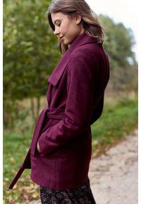 Marie Zélie - Płaszcz wełniany Adela bordowy. Kolor: czerwony. Materiał: wełna. Długość rękawa: długi rękaw. Długość: krótkie. Wzór: motyw zwierzęcy, ze splotem. Sezon: zima #4