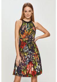 Desigual - Sukienka. Kolor: niebieski. Materiał: tkanina. Typ sukienki: plisowane, rozkloszowane