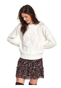 TOP SECRET - Sweter z ozdobnym splotem. Kolor: biały. Materiał: dzianina. Długość: długie. Wzór: ze splotem. Sezon: wiosna