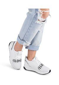 Buty sportowe damskie Ideal Shoes X-9703 Białe. Kolor: biały. Materiał: tworzywo sztuczne, materiał. Obcas: na obcasie. Wysokość obcasa: niski. Sport: turystyka piesza
