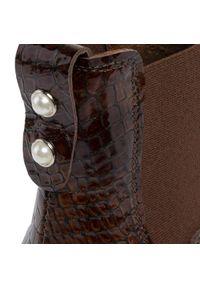 Nessi - Sztyblety NESSI - 18459 Koniak Mh. Kolor: brązowy. Materiał: skóra, lakier. Szerokość cholewki: normalna. Wzór: aplikacja. Obcas: na obcasie. Wysokość obcasa: średni