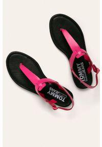 Różowe sandały Tommy Jeans na klamry