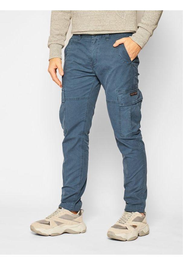 Niebieskie spodnie Superdry