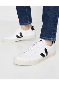 Veja - VEJA - Białe sneakersy Campo. Okazja: na co dzień. Kolor: biały. Materiał: jeans, dresówka, materiał. Wzór: aplikacja