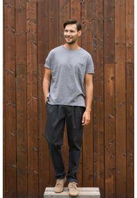 VEVA - T-shirt oversize z kieszonką Soulful szary. Kolor: szary. Długość rękawa: krótki rękaw. Wzór: aplikacja