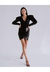DOLLINA - Cekinowa sukienka Natalia. Kolor: czarny. Typ sukienki: dopasowane