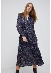 Pepe Jeans - Sukienka Bianka. Kolor: niebieski. Materiał: tkanina. Długość rękawa: długi rękaw. Typ sukienki: rozkloszowane