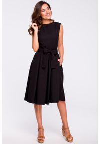 e-margeritka - Sukienka rozkloszowana bez rękawów czarna - s. Kolor: czarny. Materiał: len, materiał, poliester. Długość rękawa: bez rękawów. Typ sukienki: plisowane, rozkloszowane. Styl: elegancki