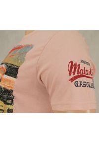 Różowy t-shirt Brave Soul na co dzień, z nadrukiem, retro