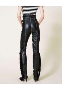 TwinSet - TWINSET - Czarne spodnie z wysokim stanem. Stan: podwyższony. Kolor: czarny. Wzór: aplikacja