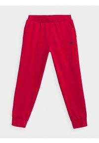 4f - Spodnie dresowe chłopięce (122-164). Okazja: na co dzień. Kolor: czerwony. Materiał: dresówka. Styl: casual