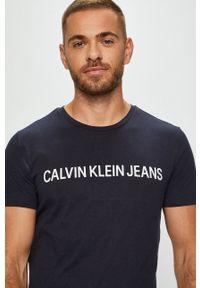 Calvin Klein Jeans - T-shirt. Okazja: na co dzień. Kolor: niebieski. Materiał: dzianina. Styl: casual