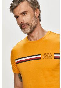 Żółty t-shirt TOMMY HILFIGER z nadrukiem, casualowy, na co dzień