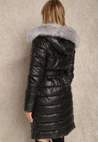 Renee - Czarna Kurtka Hermone. Kolekcja: plus size. Kolor: czarny. Materiał: tkanina, futro. Długość rękawa: długi rękaw. Długość: długie. Styl: klasyczny