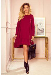 Numoco - Trapezowa bawełniana sukienka oversize z falbaną bordowa. Kolor: czerwony. Materiał: bawełna. Typ sukienki: oversize, trapezowe