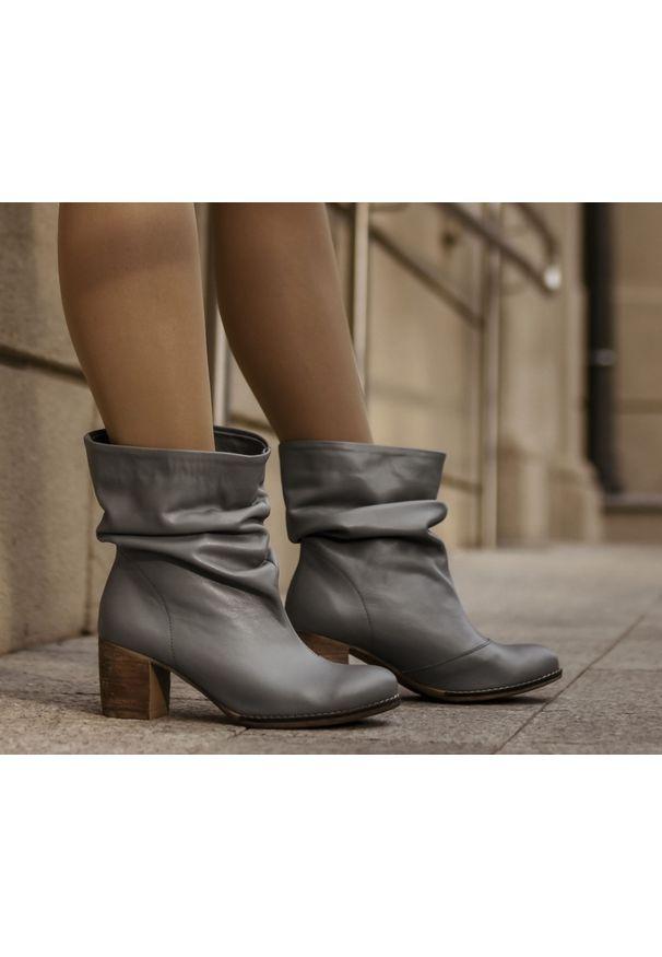 Szare botki Zapato w kolorowe wzory, bez zapięcia