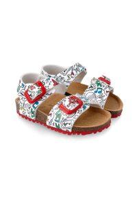 Białe sandały Garvalin na klamry