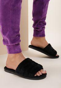 Renee - Czarne Kapcie Fluttermist. Nosek buta: okrągły. Zapięcie: bez zapięcia. Kolor: czarny. Materiał: futro, materiał, guma