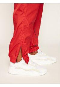 Czerwone spodnie dresowe Nike