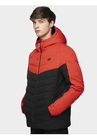 Czarna kurtka puchowa 4f na zimę, ze stójką