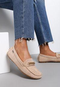 Renee - Beżowe Mokasyny Aroaphise. Okazja: na co dzień. Nosek buta: okrągły. Zapięcie: bez zapięcia. Kolor: beżowy. Materiał: skóra. Wzór: gładki. Obcas: na płaskiej podeszwie. Styl: casual