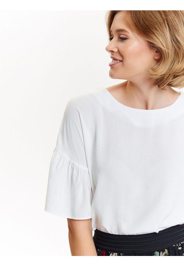 Biała bluzka TROLL z krótkim rękawem, krótka, z aplikacjami, na zimę