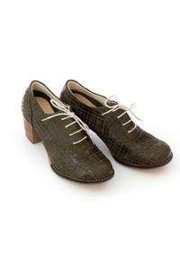 Zapato - sznurowane półbuty na 6 cm słupku - skóra naturalna - model 251 - kolor oliwka kratka. Materiał: skóra. Wzór: kratka. Obcas: na słupku