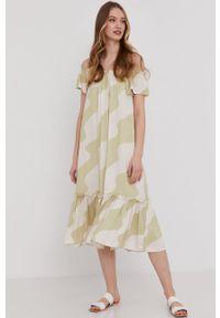 Miętowa sukienka Answear Lab z dekoltem typu hiszpanka, prosta