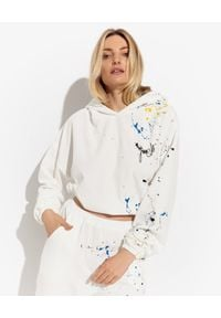 JOANNA MUZYK - Biała bluza z farbą Iza. Typ kołnierza: kaptur. Kolor: biały. Materiał: dresówka, materiał. Wzór: aplikacja