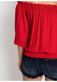 Bluzka z ażurowym haftem bonprix truskawkowy. Kolor: czerwony. Wzór: haft, ażurowy