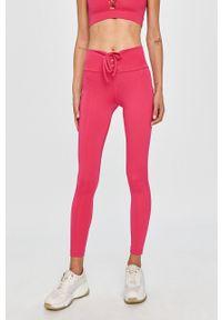 Różowe legginsy Guess Jeans