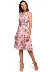 Style - Elegancka sukienka z szyfonu w kwiaty. Okazja: na wesele, na ślub cywilny, na imprezę. Materiał: szyfon. Wzór: kwiaty. Typ sukienki: kopertowe, w kształcie A. Styl: elegancki